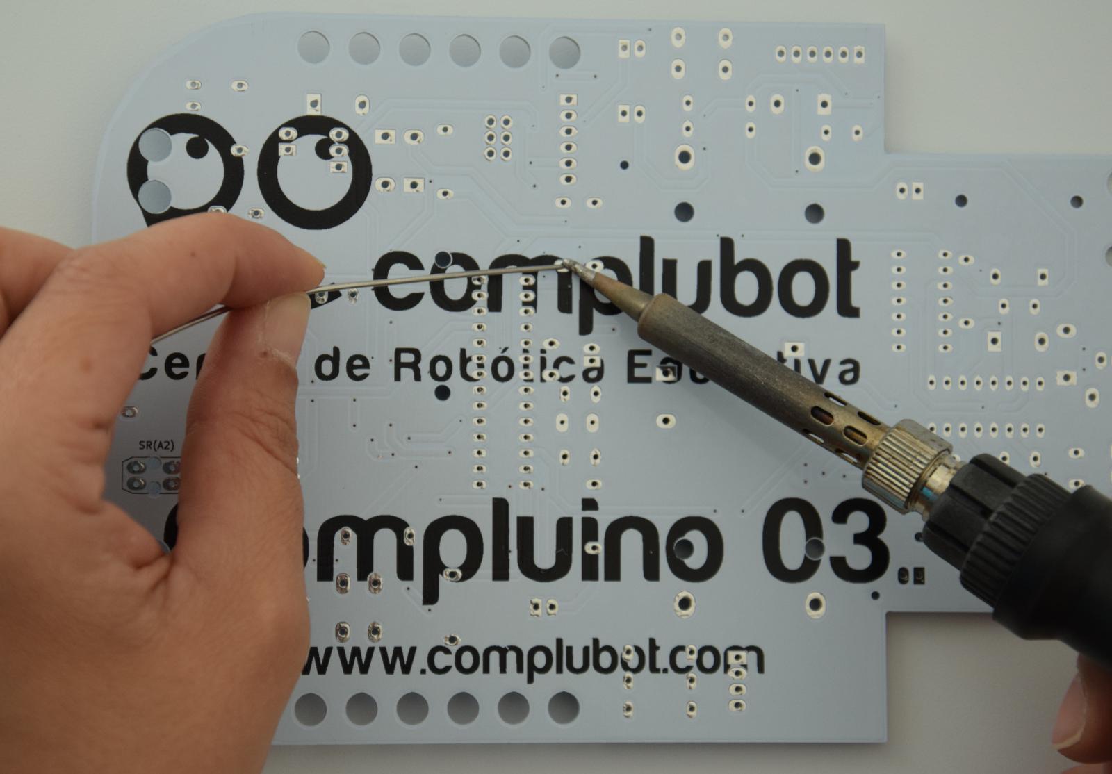Compluino_03_soldando_01_1600